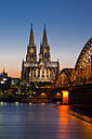 Germany, Cologne, lighted Cologne Cathedral and Hohenzollern Bridge - WGF000617