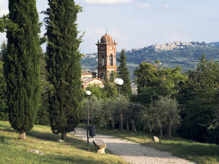 Italy, Tuscany, Montefollonico, Chiesa del Triano, Montepulciano in background - GSF000985