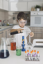 Boy playing science experiments at home - DERF000019