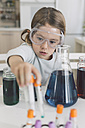 Girl playing science experiments at home - DERF000010