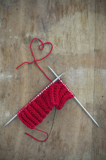 Knitting and thread shaped like a heart on wood - CRF002636