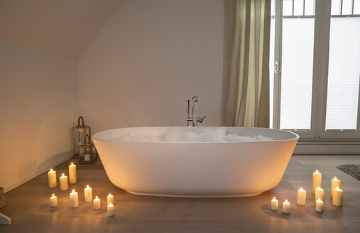 Modern bathtub with lighted candles arround - PDF000875