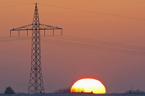 Germany, sunset besides electricity pylon - UMF000752