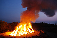 Germany, Bavaria, Landsberied, Easter bonfire, fire - GNF001322