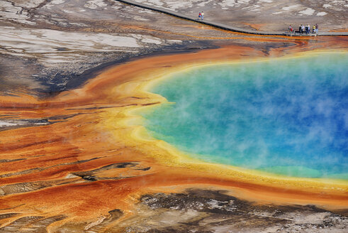 USA, Wyoming, Yellowstone National Park, Grand Prismatic Spring at Midway Geyser Basin - RUEF001546