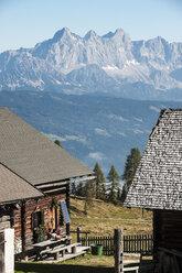 Austria, Altenmarkt-Zauchensee, couple at alpine cabin in mountainscape - HHF005147