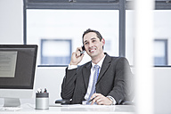 Busnessman in office talking on the phone - ZEF004571
