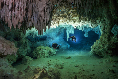 Mexico, Yucatan, Tulum, two cave divers exploring the cave system of Cenote Chan Hol - YRF000084