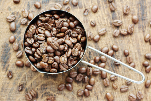 Measuring cup of coffee beans - HAWF000733