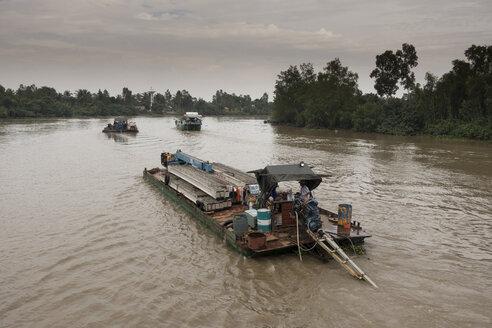 Vietnam, Mekong, freight ship at Mekong Delta - JWA000258