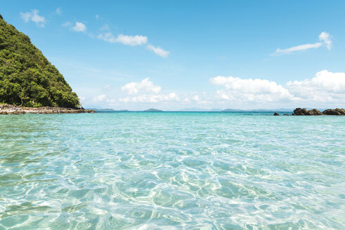 Philippines, Palawan, El Nido, clear turquoise water, blue sky and a small island - GEMF000118