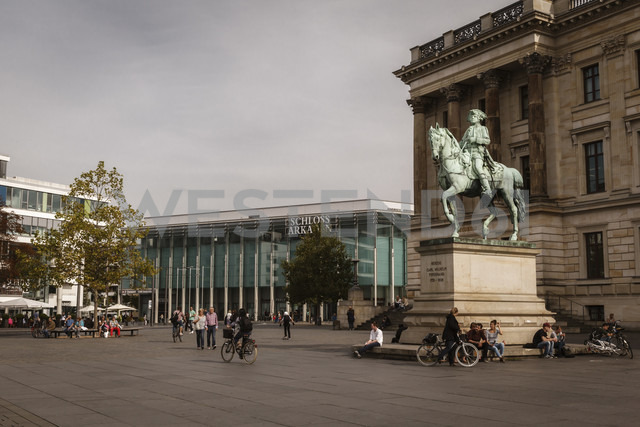 Germany, Brunswick, view to palace and shopping centre - EVGF001364