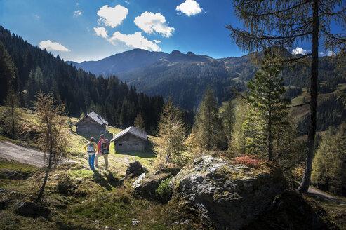 Austria, Altenmarkt-Zauchensee, young couple looking at view - HHF005161