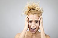 Portrait of shocked blond woman - MAEF009931