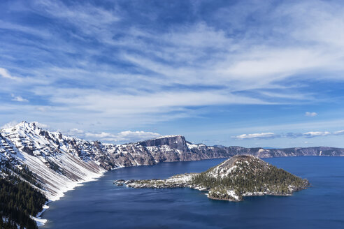 USA, Oregon, Crater Lake National Park, Vulkan Mount Mazama, Crater Lake and Wizard Island - FOF007802