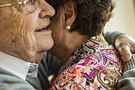 Hugging senior couple - UUF003578