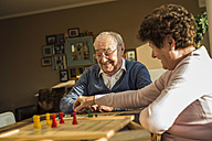 Senior couple playing ludo - UUF003607