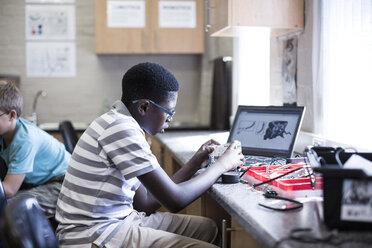 Schoolboys with laptop in robotics class - ZEF006086
