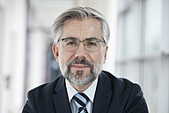 Portrait of confident businessman - RBF002558