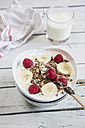 Yoghurt with muesli, raspberries and bananas - SARF001516