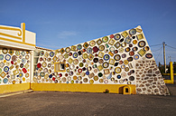 Portugal, Algarve, Sagres, wall with traditional Portuguese ceramics - MR001564