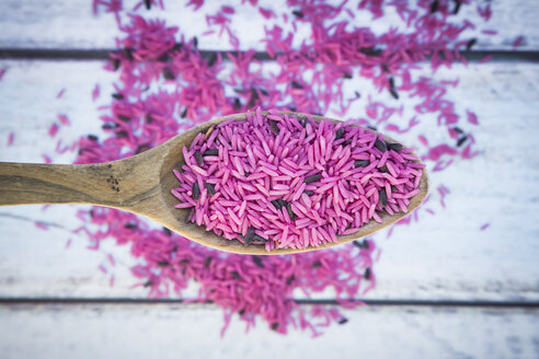 Pink organic basmati rice on spoon - LVF003087