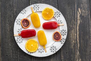 Ice lollies with blood orange  and orange ice cream - SARF001523