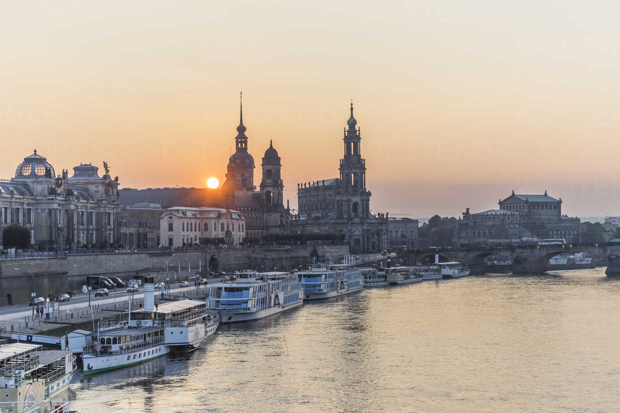 Germany, Dresden, view to city at sunset - PVCF000346 - Patrice von Collani/Westend61
