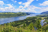 USA, Oregon and Washington, Columbia River Gorge as seen from Crown Point - FOF007900