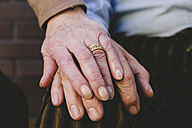 Hand of old woman on husband's hand - GEMF000133