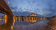 Germany, Meissen, view to lighted Albrechtsburg castle with Elbe River in the foreground - PVCF000339