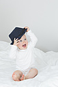 Baby girl with oversized hat - JTLF000098