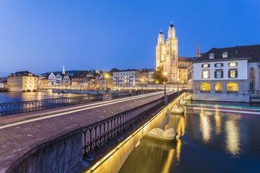 Switzerland, Zurich, Muenster Bridge over Limmat River, Limmatquai and Great Minster in the background, blue hour - WDF003006