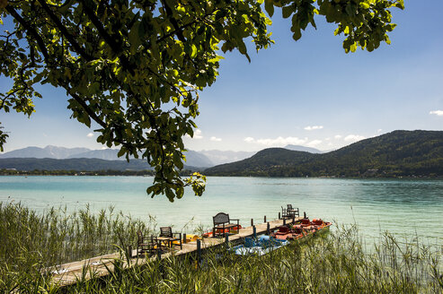 Austria, Carinthia, jetty at Lake Woertherses - HHF005227
