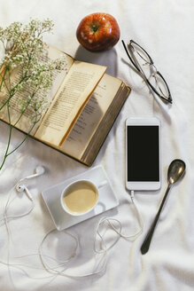 Still life with smartphone and other objects - EBSF000480
