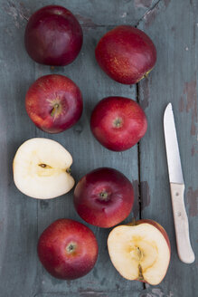 Red apples and knife on dark wood - SARF001584