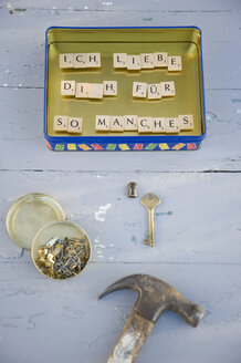 Upcycled metal box used as pinboard with magnets - GISF000076