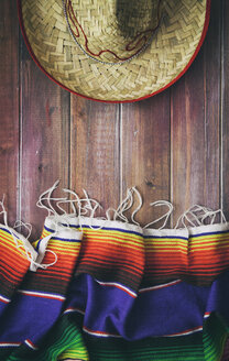 Mexican serape and sombrero on wood - SELF000005