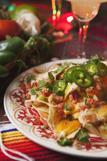 Cheesy chicken nachos, Party food for Cinco de Mayo - SELF000007