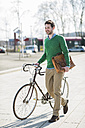 Young man with bicycle in the city - UUF003811
