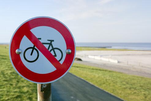 Germany, Neuharlingersiel, no bicycles sign on dike - FRF000228