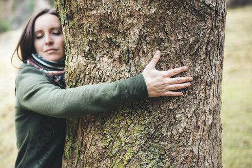 Woman hugging a big tree trunk - GEMF000154