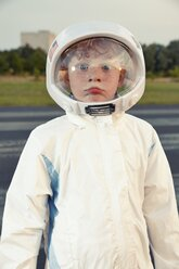 Portrait of a boy dressed up as spaceman - EDF000175