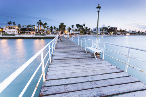 Mexico, Baja California Sur, La Paz, wooden boardwalk at blue hour - FPF000047