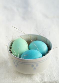 Colored Easter eggs in a bowl - ECF001791
