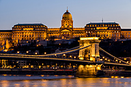 Hungary, Budapest, chain bridge and castle in the evening - EJWF000730