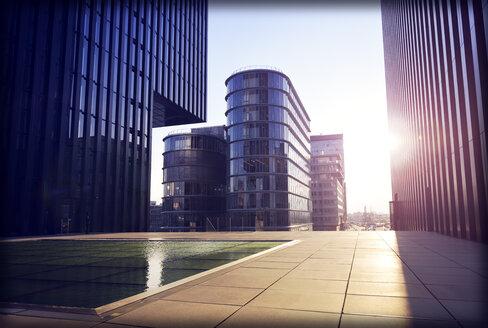 Germany, Dusseldorf, office buildings at media harbor - GUF000094