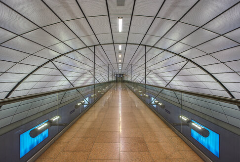 Germany, Hamburg, passageway of Terminal One - TI000059