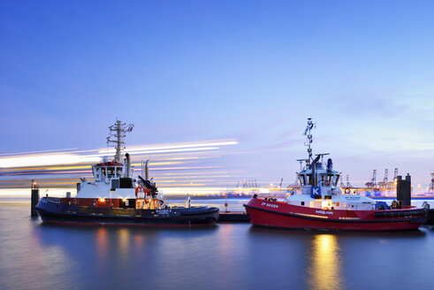 Germany, Hamburg, harbor with tugboats at blue hour - BR001167
