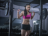 Young woman doing weightlifting with barbell - MADF000168